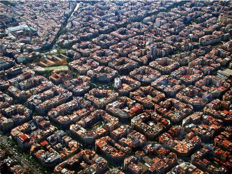 barcelona aerial view eixle sebuah tata kota yang rapi dan indah di