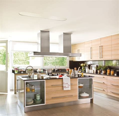 encimera negra cocina encimera negra barra en medio de la cocina clsica moderna