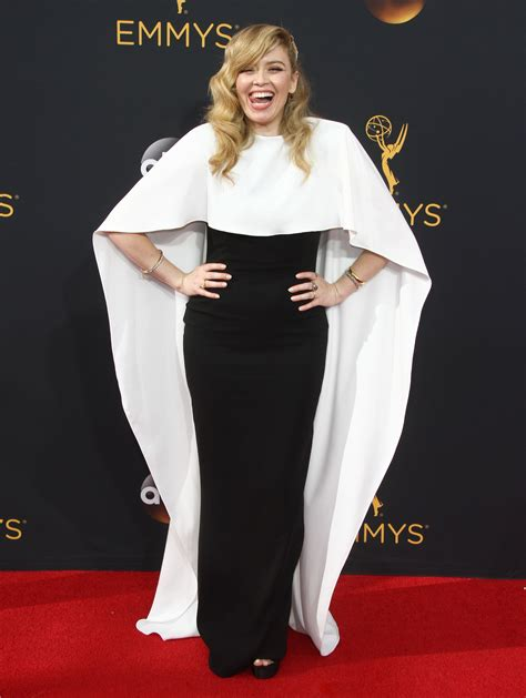 Best Bedsheet Emmys Who Caped It Better Natasha Lyonne Or Kaitlin