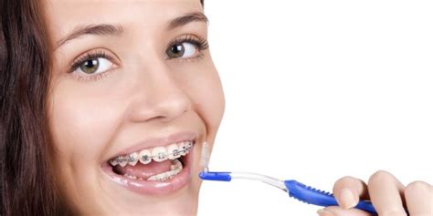 pengguna behel perlu sikat dan pasta gigi khusus kompas