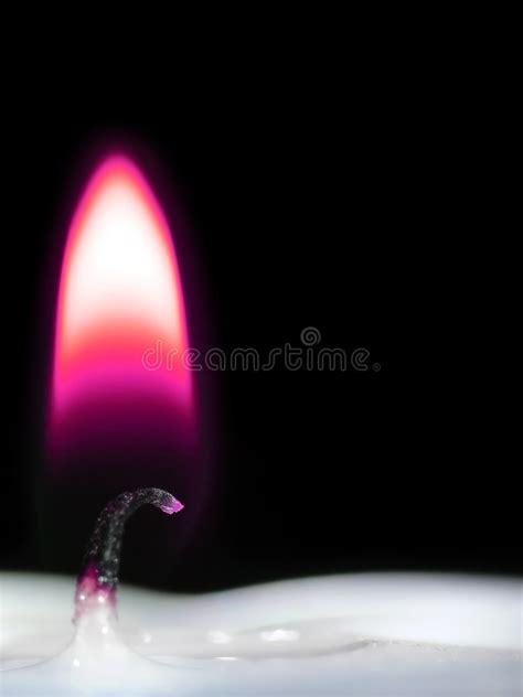 fiamma candela fiamma di candela viola immagine stock immagine di cera