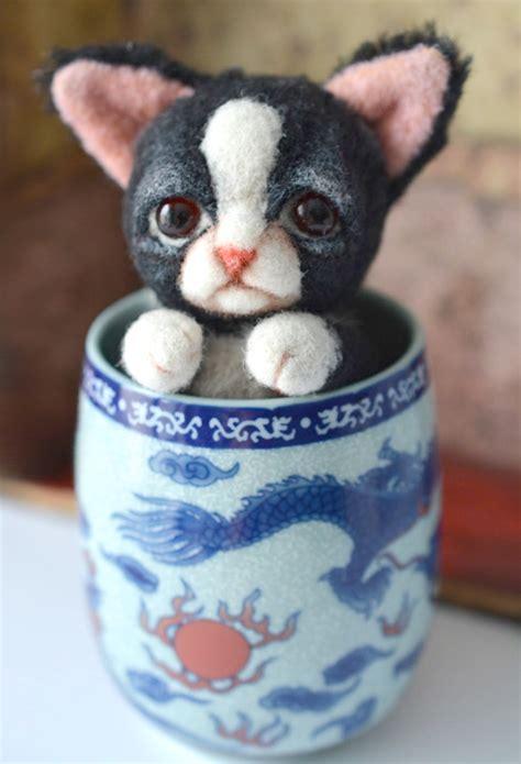 grumpy cat slippers grumpy cat in bunny slippers by sulizstudio on deviantart