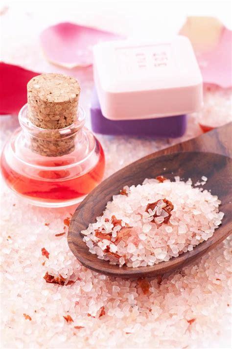 Pink Himalayan Salt Detox Bath by Pink Himalayan Salts With Petals Serenity Bath