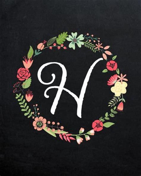 membuat undangan vintage flower wreath with monogram h on chalkboard pink and