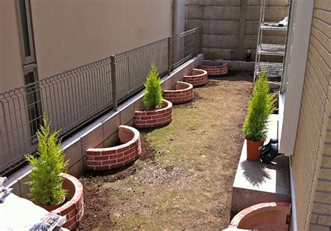 beautiful curved raised bed garden with bricks images frompo