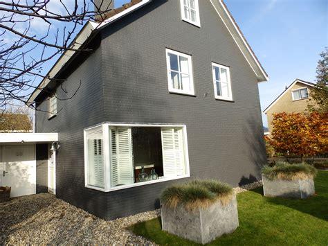lenkap donkergrijs house look grijze gevel witte kozijnen stenen