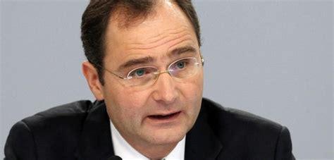 immobilienangebote deutsche bank deutsche bank personalvorstand geht nach zwist mit