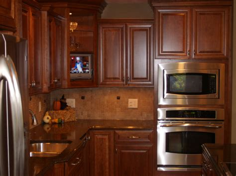 who makes kraftmaid cabinets kraftmaid rutherford cherry with sunset stain kitchens