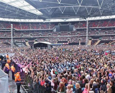 biggest fan in the world battle of the fans capital fm s top 10 fan bases in pop