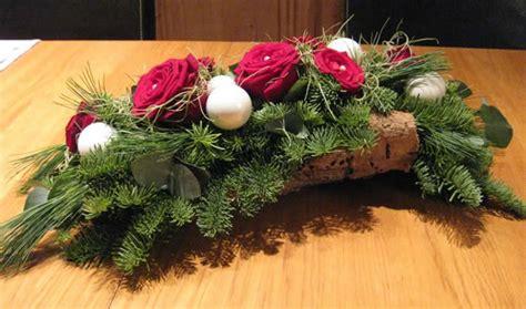 Tafel Kerstversiering Maken by Kerst Tafelstukje Op Schors Zelf Kerststukjes Maken