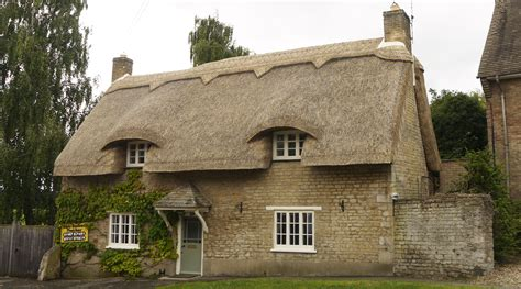 straw thatched roof chris dodson thatchers thatchers cambridgeshire master