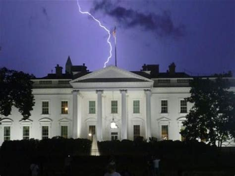 lightning hits house lightning strikes white house weather meteorology pinterest