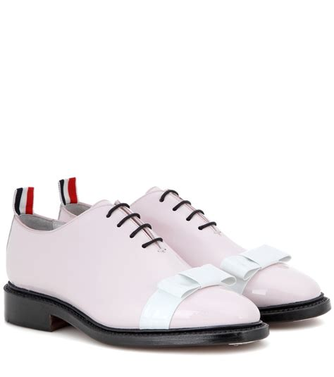 pink oxford shoes thom browne patent leather oxford shoes in pink lyst