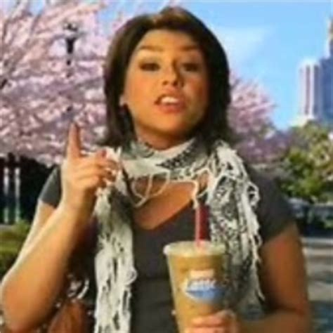 why does rachel ray not wear makeu or fix her hair rachael ray s scarf is totally a terrorist or something