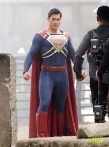 tyler hoechlin gets new armor for superman suit on