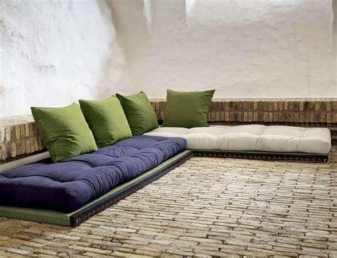 palettenbett matratzen und palettensofa auflagen