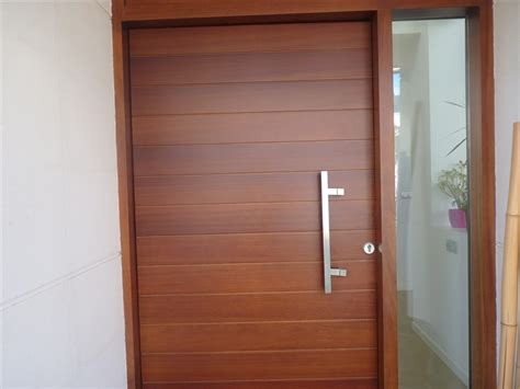 puerta de entrada madera puertas de entrada de madera thisan