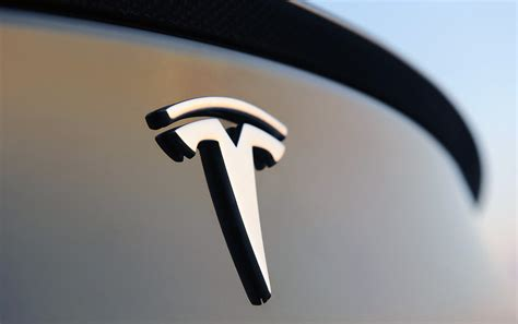 tesla sign tesla owners gripes about their cars bgr