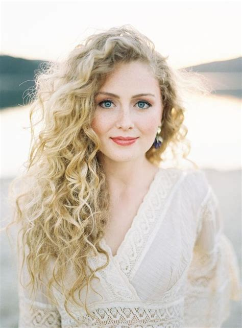 Do It Yourself Wedding Hairstyles For Curly Hair by Curly Wedding Hairstyles Weddingwoow