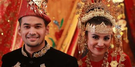 Tentang Baju Adat Aceh 7 busana pengantin daerah nusantara kenali dulu siapa tahu jodohmu dari sana