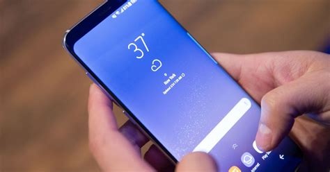 Samsung S8 Sein Resmi it sure looks like the galaxy s8 s battery won t explode even if you stab it with a knife