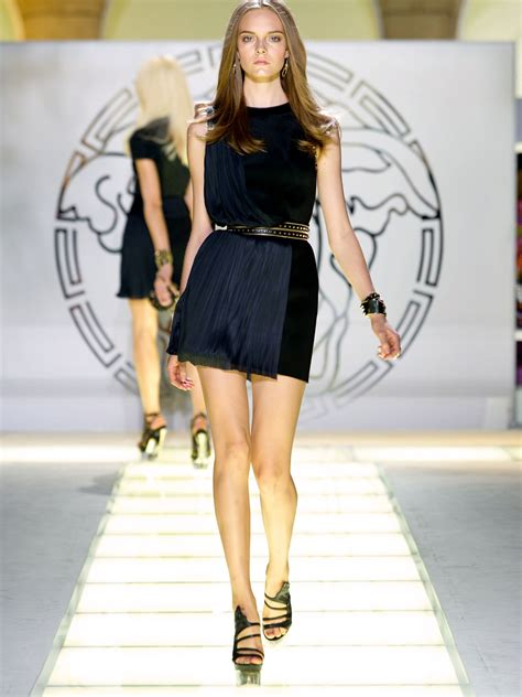 Who Wore Versace Best The Catwalk Model Or Schiffer by Versace Fashion Show Zarzar Models High Fashion