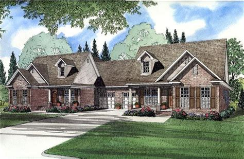 houses separated  garage nice layout  master privacy good setup  shared deck