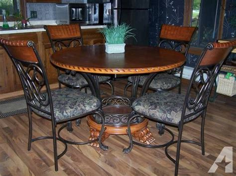 Round Dining Room Tables For Sale by Round Kitchen Dining Room Table Amp Chairs For Sale In