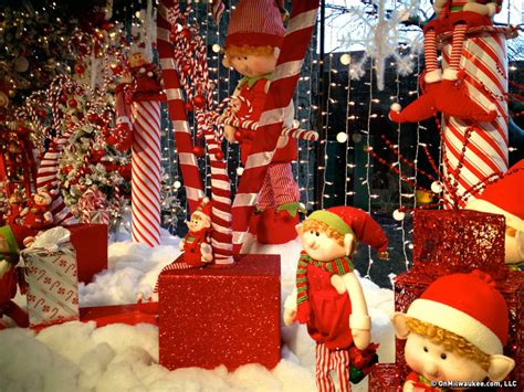 Giant Christmas Lights Onmilwaukee Com Holiday Guide Lake Geneva Gets All Dolled