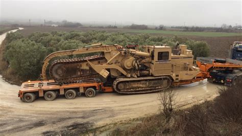 world s largest trencher transporting the huge tesmec 1475 trencher youtube