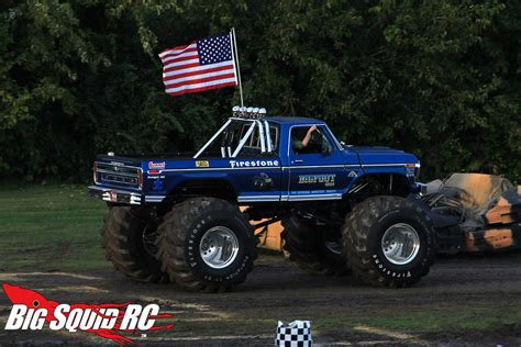 monster truck bigfoot everybody s scalin for the weekend bigfoot 4 215 4 monster