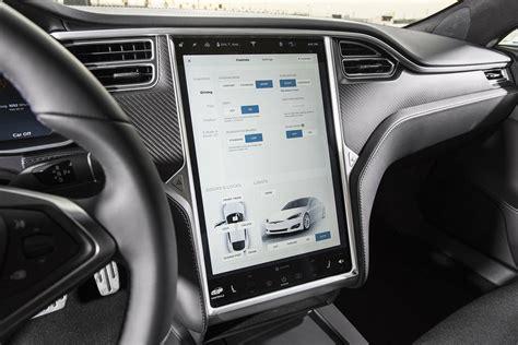 tesla model s interior 2017 テスラ モデルs p100d が驚異的な加速力を発揮 0 60mph加速で市販車最速となる2 28秒を記録