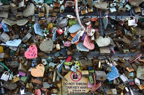 images of love locks 301 moved permanently