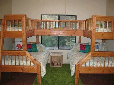 bunk beds for 4 4 5 person bunk beds house bambino s bedroom