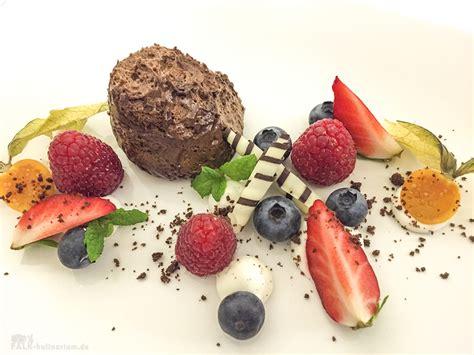 mousse au chocolat schön anrichten mousse au chocolat zum valentinstag falk kulinarium