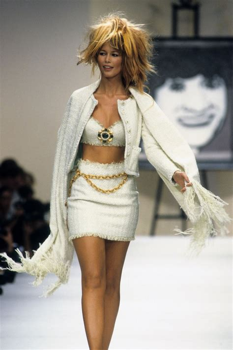 Catwalk To Carpet Schiffer In Chanel by 1000 Images About 90s Runway Fashion On