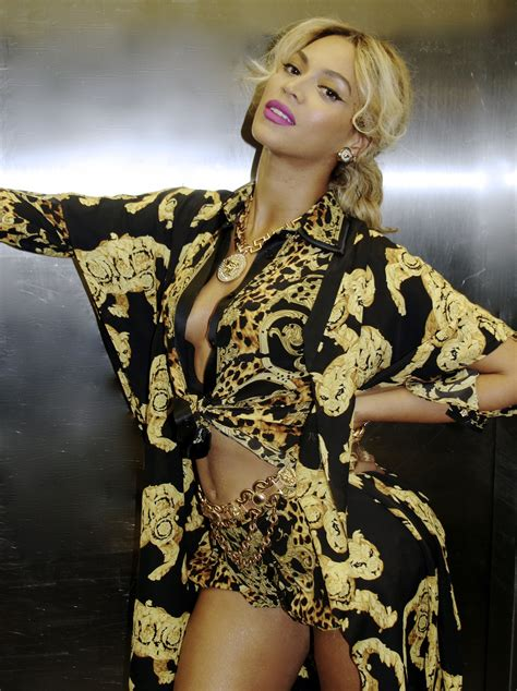 Beyonces New by Beyonc 233 Stuns In New Year S Photos Rolling Out