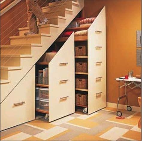 rangement sous 騅ier cuisine quand le banal escalier se mue en espace de rangement