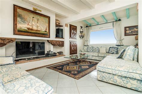 proprietà lada di sale villa con giardino privato in classico stile sardo villa