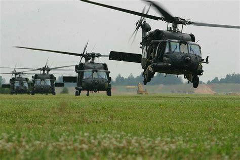 Helikopter Sikorsky Uh 60d Black Hawk history of the sikorsky uh 60 black hawk helicopter