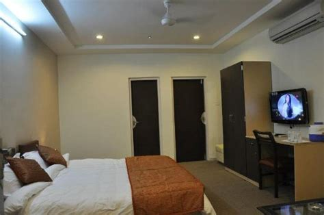 rooms in dwarka goverdhan greens resort dwarka rooms rates photos reviews deals contact no and map