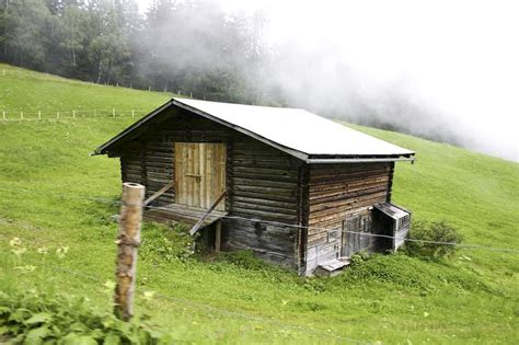 house picture file old wooden house in field jpg wikimedia commons