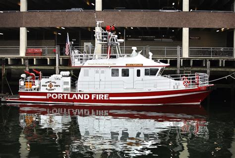 boat crash portland report on portland fireboat accident leaves questions