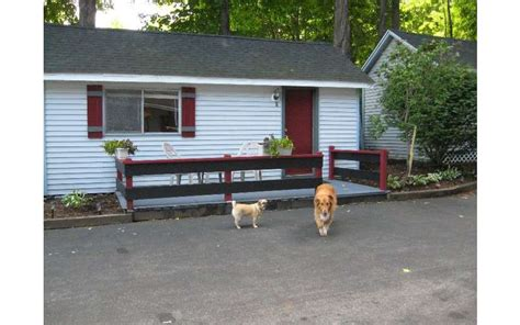 Lake George Cabins Pet Friendly by Pet Friendly Lodging In Bolton Landing Ny With Pool