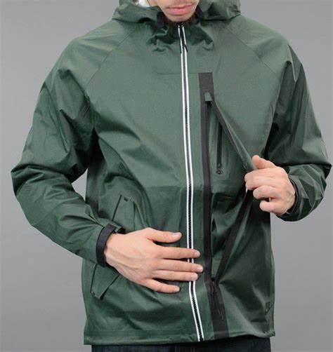 Jaket Running Nike Waterproof Ungu 1 25 best ideas about windbreaker jacket on windbreaker nike windbreakers and nike