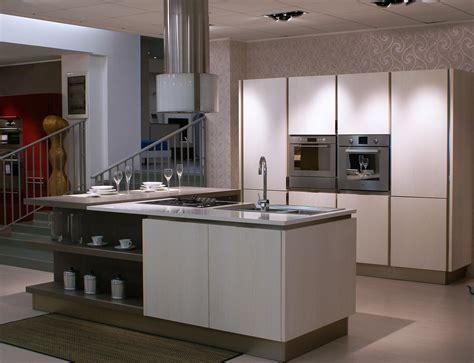 Eccezionale Tulipano Veneta Cucine #1: Cucina-veneta-cucine-tulipano-con-gola-legno-frassino-bianco-americano-legno-bianca_O2.jpg