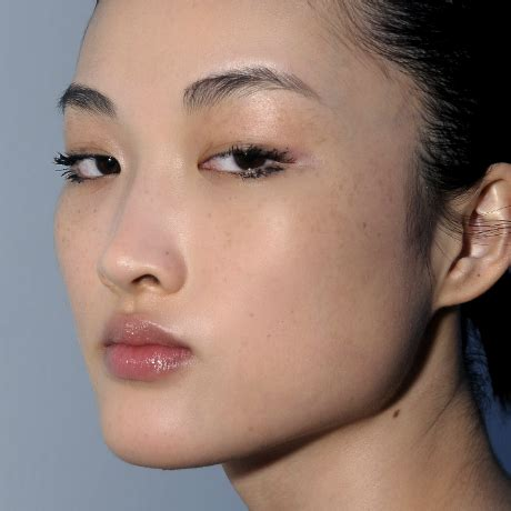 4 steps to slimming a puffy tired face in 10 minutes