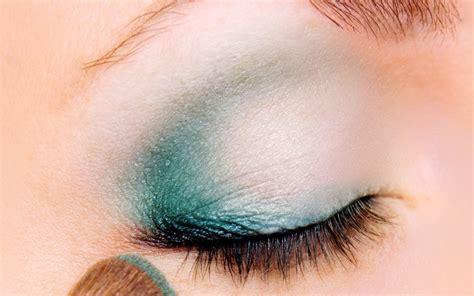 Eyeshadow Wardah Hijau bermain dengan eyeshadow hijau