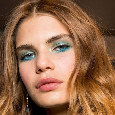 spring summer 2018 hair and makeup trends cosmopolitan 2018 make up trends cellc