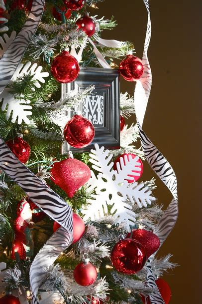 Amazing What Is The Best Artificial Christmas Tree To Buy #8: Red-white-christmas-tree-idea.png